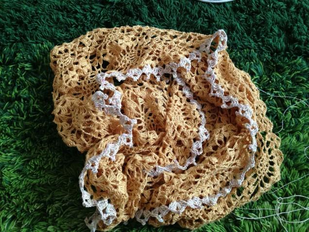 縁編みがフリルのようです。