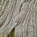 「色が好き 手触りが好き〜」からクロスショルダーのセーターが、ついにクロスしました(・ω・)ノ