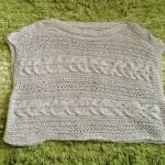 スビンゴールドテープで編んだ横編みセーターを着て、新緑の糸島回遊。