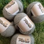 フワフワの毛糸「もっふぁんアルパカ」で編みたいもの物色♬と。ラ.ドログリーの糸「糸が足らない予報」発生と。