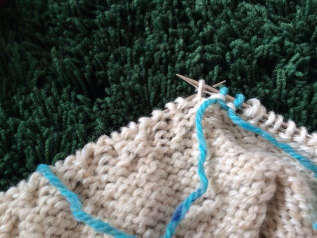 別糸編みこみ中。。。