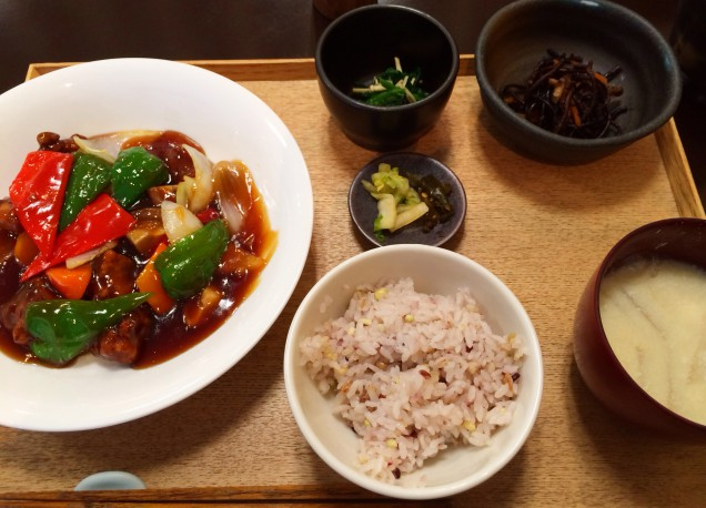 食べ応えあり!しっかりとした味付けでおいしかったです~~。椀物は味噌汁か豆乳スープが選べます。今回は豆乳スープにしました。