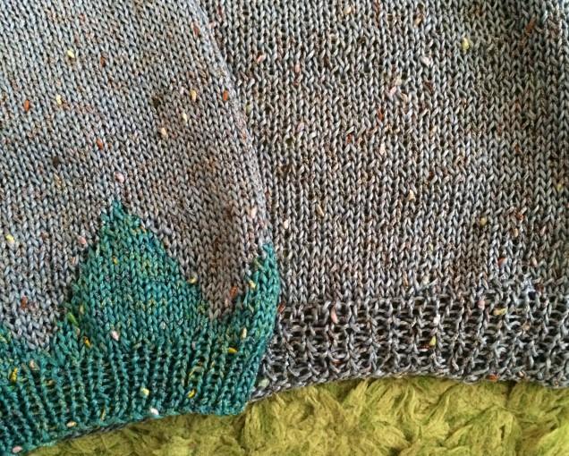 写真で見ると身ごろの編み地の酷さがわかります。。(反省)。。