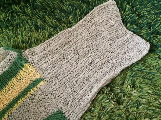 表と裏編みのポコポコした模様のお袖です。。♡