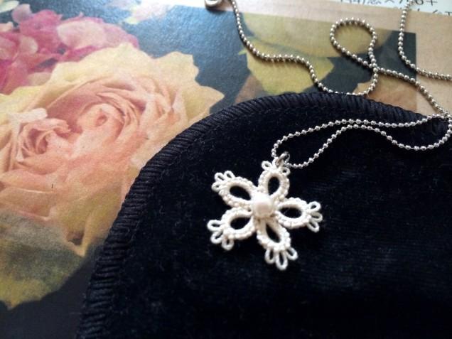 小さくても存在感のある作品ばかりでした。 コレからの季節に合いそうなネックレスを購入♡