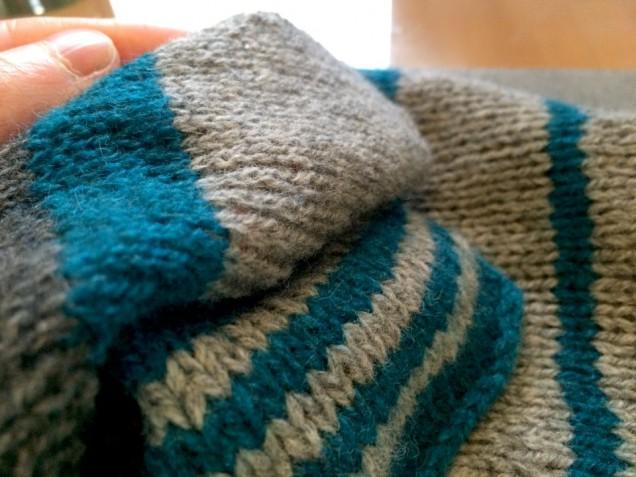 目が消えてしまわないように、軽めの縮絨ですが、ふんわりとした編み地がとても魅力的なMEILIです♬