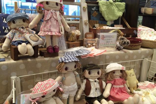 魅力的な布雑貨と編み物小物がたくさんなPOCO A  POCOさん。