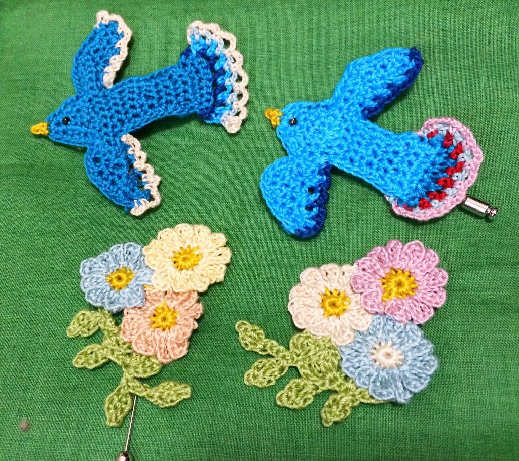 少し前に編んだ青い鳥と並べて見ると、春の野原のような雰囲気♩