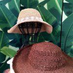 大きなブリムの帽子を2つ編みました。
