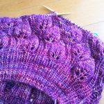 Camellia Leaf Hatを種類違いの糸で編む。