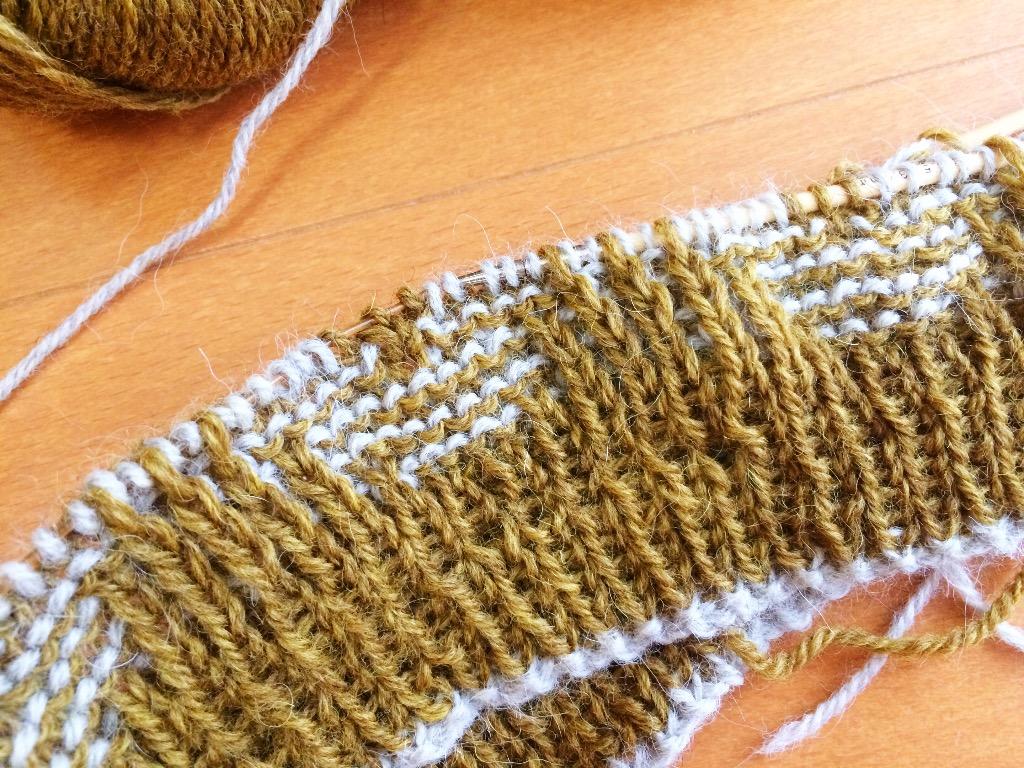 模様編み真っ最中!楽しいです❤︎
